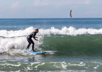 Azul intermediate surfer