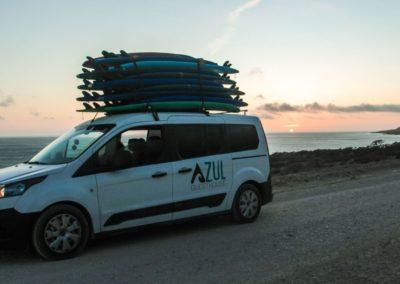 Azul surf car